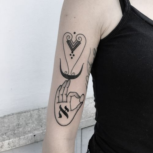 #totemica #buioOmega #tunguska #black #aleph #creation #cosmicegg #air #tattoo #originalsintattooshop #nogara #italy #blackclaw #blacktattooart #tattoolifemagazine #tattoodo