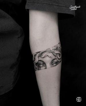 • Medusa • custom half band by our resident @o.s.c.r.tttst Books/Info: 👉🏻@southgatetattoo • • • #medusatattoo #customtattoo #southgatetattoo #sgtattoo #sg #blackwork #blackworktattoo #londontattoo #bandtattoo