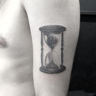 Illustrative tattoo by Jesus Antonio #JesusAntonio #illustrative #fineline #chicano #blackandgrey #hourglass #skull