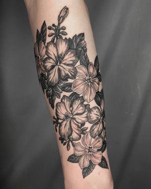 periwinkles and geraniums . . . . #blackwork #blackworktattoo #tattooist #flowertattoo #onlyblackwork #blackworker #blackworksubmission #inked #tattooer #forearmtattoo #periwinkle #geraniums #seoultattoo
