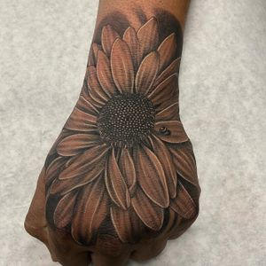 Another floral hand shot. Been happy with my tattoos on hands lately