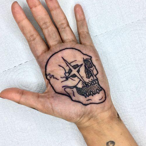📲 Orçamentos e agendamentos pelo What's App (61) 98122-2771 ou Instagram @lexcellostattoo . . . . #palm #palmadamão #palmadamao #palmtattoo #palmtattoos #btattooing #neotraditionaltattoo #skull #skulltattoo #skulltattoos #handtattoo #handtattoos #tattoocaveira #caveira #star #tattoodf #traditionaltattoo #boldline #linework #tatuagemcaveira