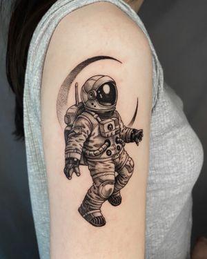 Astronaut . . . . #blackwork #blackworktattoo #onlyblacktattoo #tattooer #tattooist #arteobscurae #타투 #도안 #blackworkartist #tattoodesign #blackworkerssubmission #seoultattoo #우주인타투 #astronauttattoo #홍대타투