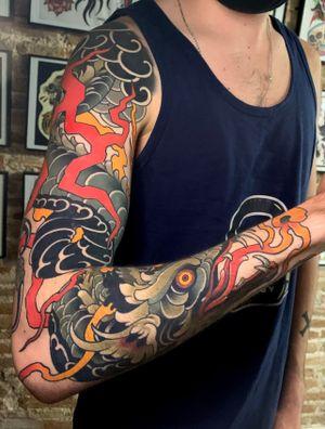 Neotraditional dragón tattoo