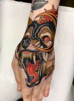 Neotraditional Angry wolf tattoo