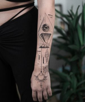 ✨ • • • #art #composition #bodyart #esquisse #blackandgreytattoo #black #ink #inkstinctsubmission ##blackwork #tatts #inkedmag#tattooist #artist #sametyamantattoos #tattoodo #design