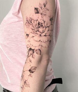Floral tattoo #fineline #inkedgirl
