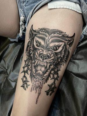 Black and grey wolf head