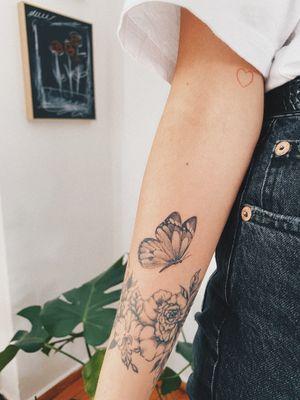 #butterfly #butterflytattoo #doting #dotwork #dotworktattoo #tattooart #dots #dotwork #dotworktattoo #stattoo #stattoo #girlswithtattoo #inkedgirls #blackboldsociety #blxckink #oldlines #tattoosandflash #darkartists #topclasstattooing #inked #inkedgirls #inkedup #minimal #minimalism #stattoo #smalltattoo