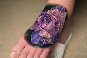 Rose on 🦶 3.5hours Using @kurosumitattooink  @kurosumitattooinkchina  IG:cathy_tattoo . . . . . . . . . . #rosetattoo #rosetattoodesign #feettattoo #foottattoo #tattoorealistic #tattoodesign #tattooart #tattooartist #tattoolife #tattooforgirls #tattoolove #tattoopain #tattoowork #rosephotography #chongqing #chinatattoo #tattoorealismo #realistictattoo #tattoooninstagram #besttattoos #chengdutattoo #chengdu #shanghaitattoo #beijingtattoo #shanghai #xiamen #crazytattoos #kurosumiink #nicetattoo #flowertattoo