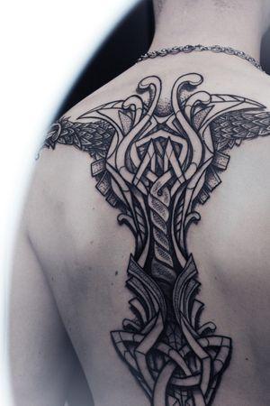 🔆 Projet réalisé d'une traite à la @deauvilletattoofestival sur @skovzito, resté de marbre pendant plus de huit heures. 🔆 Merci à @nikolabwstatouages pour sa participation furtive ➕ ➕ ➕ #mjolnir #mjolnirtattoo #nordictattoo #vikingtattoo #tatouageviking #tatouagenordique #tatoueurangers #tatoueurmaineetloire #tatoueurnantes #tatoueurrennes #tatoueurviking #vikingtattooartist #blacktattoo #musculationhomme #fitnessmodel #nordicskin #vikingcommunity #vikingEurope #angerstattoo #tattooangers #lateliery #nantestattoo #lilletattoo #lyontattoo #tatouage #tatoueur