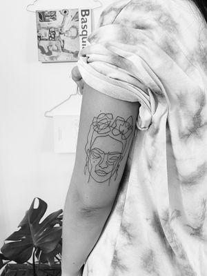#fridakahlo #freidakahlotattoo #fineline #finelinetattoo #moganjitattoo #linework #lineworktattoo #tattooideas #minimalism #minimaltattoo #blackboldsociety #blxckink #oldlines #tattoosandflash #darkartists #topclasstattooing #inked #inkedgirl #inkedup