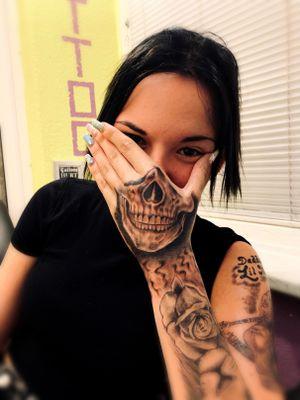 women tattoo,hand skull tattoo #intenzeink