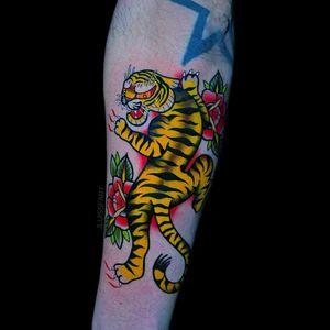 Neon Tiger #tigertattoo #traditionaltattoo #colortattoo #armtattoo