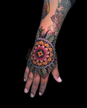 Mandala Hand #neotraditional #handtattoo #geometrictattoo #colortattoo