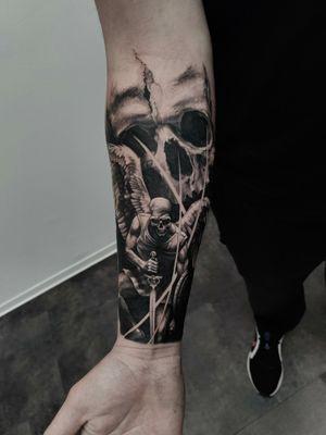 skull!!! #skull #skulltattoo #angeltattoo #archangel #blackgreytattoo #forearmtattoo #lietuvostattoo