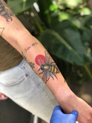 Cute little #bee #tattoo that @garethdoyetattoos did on @ally_delport 🐝 • Walk Ins welcome all day info@kakluckytattoos.com or DM's for booking enquiries🖤 • #capetown #tattoo #kakluckytattoos #kaapstad #tattoos #tattooartist #tattooshop #neotraditional #neotraditionaltattoo #color #colortattoo #art