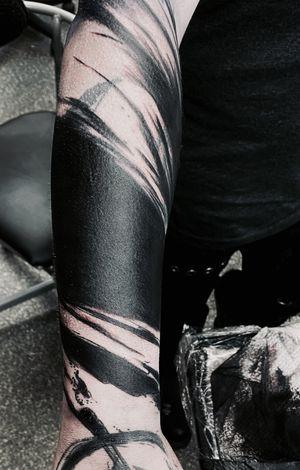 Blast over. work in progress. • • • #blackwork #witchinghour #witchinghourNL#blackworktattoonl #bigmagnum #onlythedarkest #dermadonna #dermadonnacustomtattoos #blkttt #onlyblackwork #neotribaltattoo #blastover #blackworkamsterdam #bobbygrey #dutchtattooers #brutalblackwork #brutal #brushstroketattoo #brushstroke #abstract #49magnum #progress #tattooamsterdam #amsterdamtattooshop #pantheraink #tattoo #coverup #blackworktattoonetherlands #blackworkerssubmission #blackworkproject