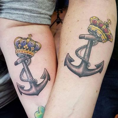 Some really fun king and queen crowns and anchors from jasonackerman. #ny #nyc #newyork #newyorkcity #king #queen #crown #anchor