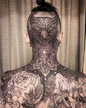 @studioblancotattoo #necktattoo #headtattoo #ink #inked #inkedmag #tattoo #tattodo #tattooed #tattoolife #mandala #mandalatattoo #tatuering #ringvägen85