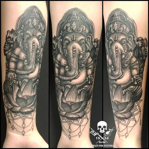 Moin hier ein #ganeshatattoo⠀⠀⠀ 📸@raikpillmann⠀⠀⠀⠀⠀⠀⠀ . Infos wie immer 017627112764 auch WhatsApp...⠀⠀⠀ . http://crazy-ink-tattoo.de . http://facebook.com/crazy.ink.tattoo.berlin . http://instagram.com/crazy.ink.tattoo.berlin . . . . . #tattoo #tattoos #berlin #tattooberlin #berlintattoo #tattoomoabit #crazyink #crazyinkberlin #crazyinktattoo #crazyinktattooberlin #instagood #nofilter #photooftheday #inked #tattooed #tattoist #tatted #instatattoo #bodyart #tatts #amazingink  #berlintattooartist #berlintattooartists #classpen #worldfamousink #kwadron  #blackngrey #mandalatattoo #girltattoo