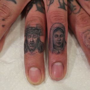 #microtattoo #religioustattoo #fingertattoo #bengrillo