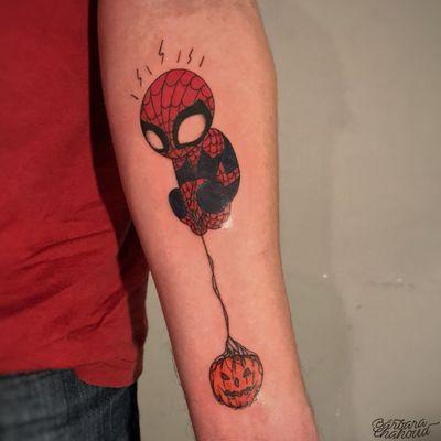 Spider-man! Muito obrigada pela confiança, Lucas! #tattoo #tattoodo #ink #inked #inkedgirl #comic #comics #comicstattoo #comictattoo #marvel #MarvelTattoo #MarvelTattoos #spiderman #SpiderManTattoos #spidermantattoo #traditionaltattoo #traditional #traditionaltattoos #traditionalamerican