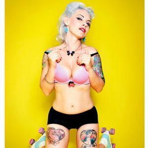 #tattooedwoman #womanwithtattoos #tattooedgirls#ink#inked#colorink