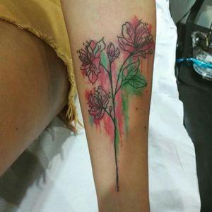 #flowertattoo #watercolortattoos #watercolor #aquilatattoo #carolinahelenaart