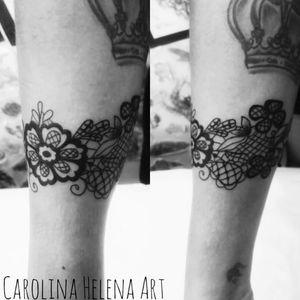 #lacetattoo #flowertattoo #blackwork #linework #bracelet #aquilatattoo #carolinahelenaart