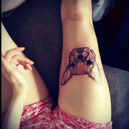 New tattoo by graziella.art (instagram) #tattoo #legtattoo #frenchbulldogtattoo #bulldogtattoo  #dogtattoo #blackandgrey #inkedgirl