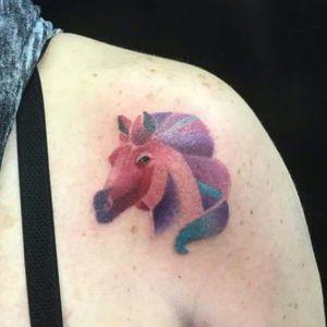 Boa noite gente bonita !!! #tattoo que rolou na tarde aqui no #rafaferraritattoostudio referência trazido pela cliente #tattoocolors #horse #tattoohorse #colors #tatuagem #tatuagemcolorida #cavalo #tattoofemele tatuagemcavalo #grupoamazon #tatuagemfeminina support_good_tattooing #tattooedgirls #tatuadoresrs #tatuadorespoa #moinhosdevento #24deoutubro #galeriaflorencioygartua . Boa noite e Namastê