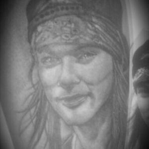 De hoje tatto realizada em um work shop de um amigo curti #axlrose #GunsNRoses #tattoo #blackandgrey