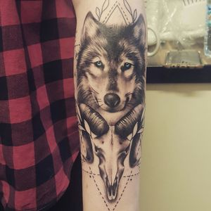 This is where I decided to progress more on my full sleeve :D  #fullsleeve #wolf #ramskull #blueeyes #wolftattoo