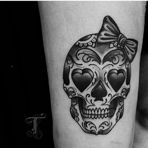 Sweet skull by @taiobatattoo  For info or bookings pls contact us at art@royaltattoo.com or call us at + 45 49202770 #royal #royaltattoo #royaltattoodk #royalink #royaltattoodenmark #helsingørtattoo #ElsinoreInk #tatoveringidanmark #tatoveringihelsingør #toptattoo #toptattooartist #skull #dayofthedead #kawaii #blackandgrey