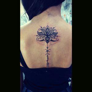 #lotustattoo #lotusflower #lotusflowertattoo #inked #dotwork #linework #femaletattooartist #braziliantattoo #aquilatattoo #carolinahelenaart