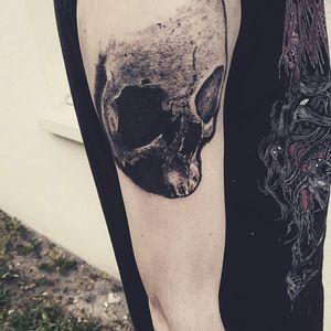 En cours #tattooapprentice #apprenticetattoo #ink#inkjecta #inkjectaflitev2 #realistictattoo #tattoodark #skullrealistic #tattoos_of_instagram #tattoo #tattoos #blackandgreytattoo #blackandgreyrealism #skulls #ossuary #dark #workinprogress #pantheraink #instaday #instalike #skull#tattoos #thehorrorgallery #tattoos#skulladdict #tattoosketchbook