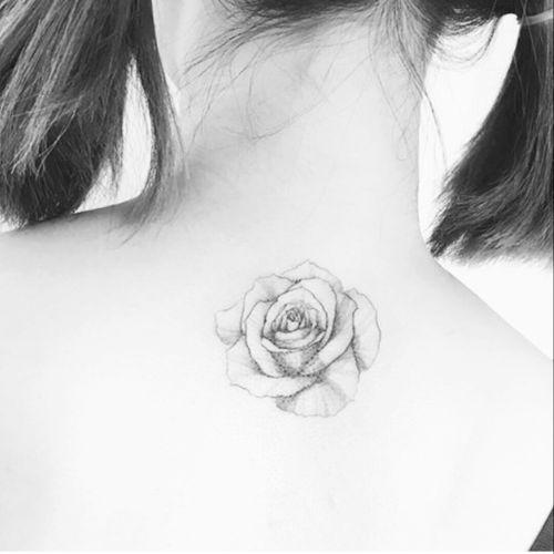 #flower #flowers #art #blackAndWhite #girl #back #roses #rose #neck
