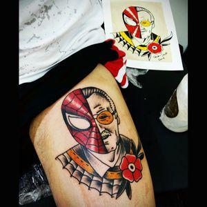 Spider-Man / Stan Lee tradicional feito agora na 4ª Convenção de Tatuagem Incorpore Art #tradtattoo #traditionalportrait #traditionaltattoo #oldschool #webtattoo #spidermantattoo #spiderman #stanlee #stanleetattoo #marvelcomics #marvelcomicstattoo #workinkclasstattooaria #pedrosenatattooer