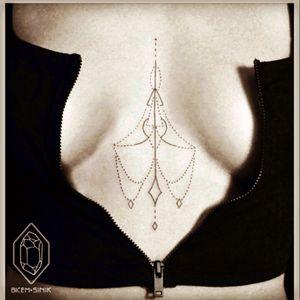 #chest #chandelier #pretty #sexytattoogirl