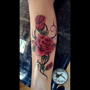 Rosas com tribal #tattoo #arte #art #amijames #tatuage #tatuagens #tatuagem  #tatuagemfeminina