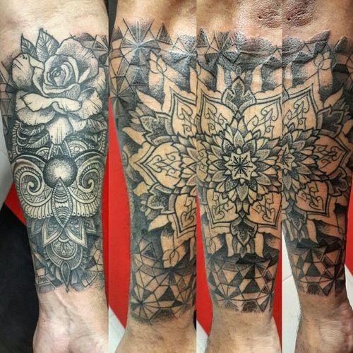 #tattoo #tatuajes #argentinatattoo  #tatuatge  #tatouage  #tatuaggio  #tatuagem  #tatowierung #dotwork #instablackwork #instatattoo #blacktattoo  #tatuajes #tatuaggi  #mandala #patrones #patters #tattoodecing #dottattoo #tattooink  #tattooargentina  #geometria  #instadotwork @mandingatattoo