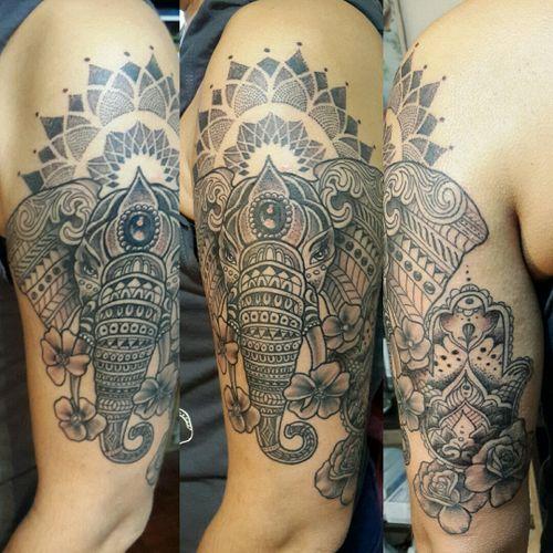 #tattoo #tatuajes #argentinatattoo  #tatuatge  #tatouage  #tatuaggio  #tatuagem  #tatowierung #dotwork #instablackwork #instatattoo #blacktattoo #tatuajes #tatuaggi  #mandala #patrones #patters #tattoodecing #dottattoo #tattooink  #tattooargentina  #geometria  #instadotwork