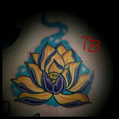 Lotus flower I did @FreedomTattoo located in  Hixson TN thanks for checking it out #chattanoogatattoo #tennesseeartist #lotus #lotusflower #colorful #fusionink #inkedforlife #japanese #japanesetattoo #flower #honeycomb #purple