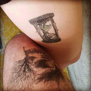 #legtattoos #hourglasstattoo #tree #skull #tattooedcouple