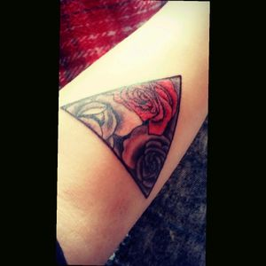 #triangle #roses #blackandred