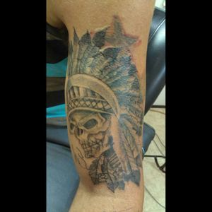 Grayscale skull with headdress by Allen Moller at www.monsterinktattoo.info #monster ink