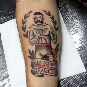 Sem luvas #tattoo #tatuagem #tattoos #customtattoos #loveclassictattoos #traditionaltattoos #oldschool #boldline #tattooart #besttattooartists #oldschooltattoo #oldschooltattooing #besttattooartists #boxer #boxertattoo