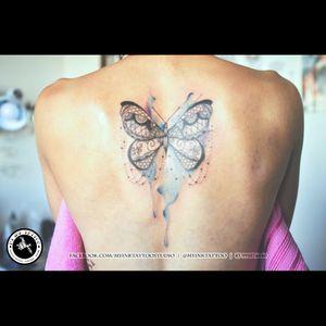 Borboleta mehndi + aquarela. Mehndi buttlerfly + watercolor #butterflytattoo #butterfly #watercolor #mehnditattoo #mehndi