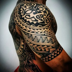 #maori #maoritattoo #tattoos #tattooed #inked #tribaltattoo #tribalmaori #blackandgreytattoo #mandalasleeve  #fullsleeve  #sleeve #tribal #polynesian #polynesiantattoo